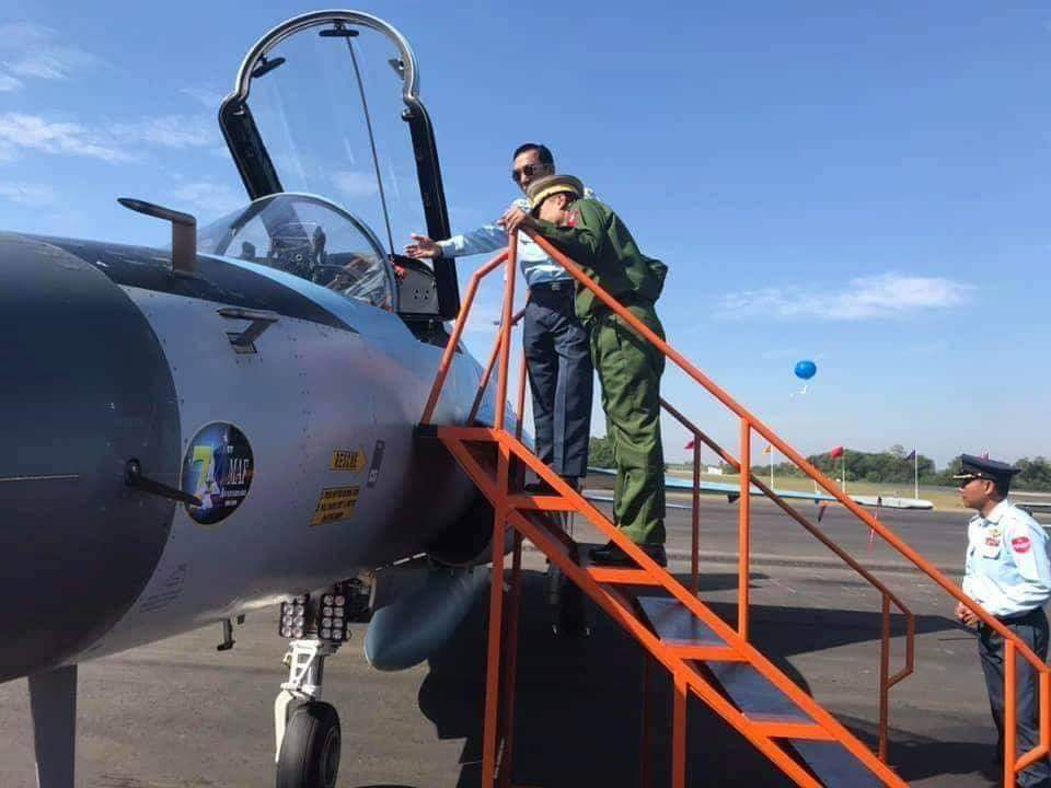 اول مقاتله مخصصه للتصدير الى ميانمار نوع FC-1/JF-17 تمت مشاهدتها في الصين  DunX237W0AAOv3u