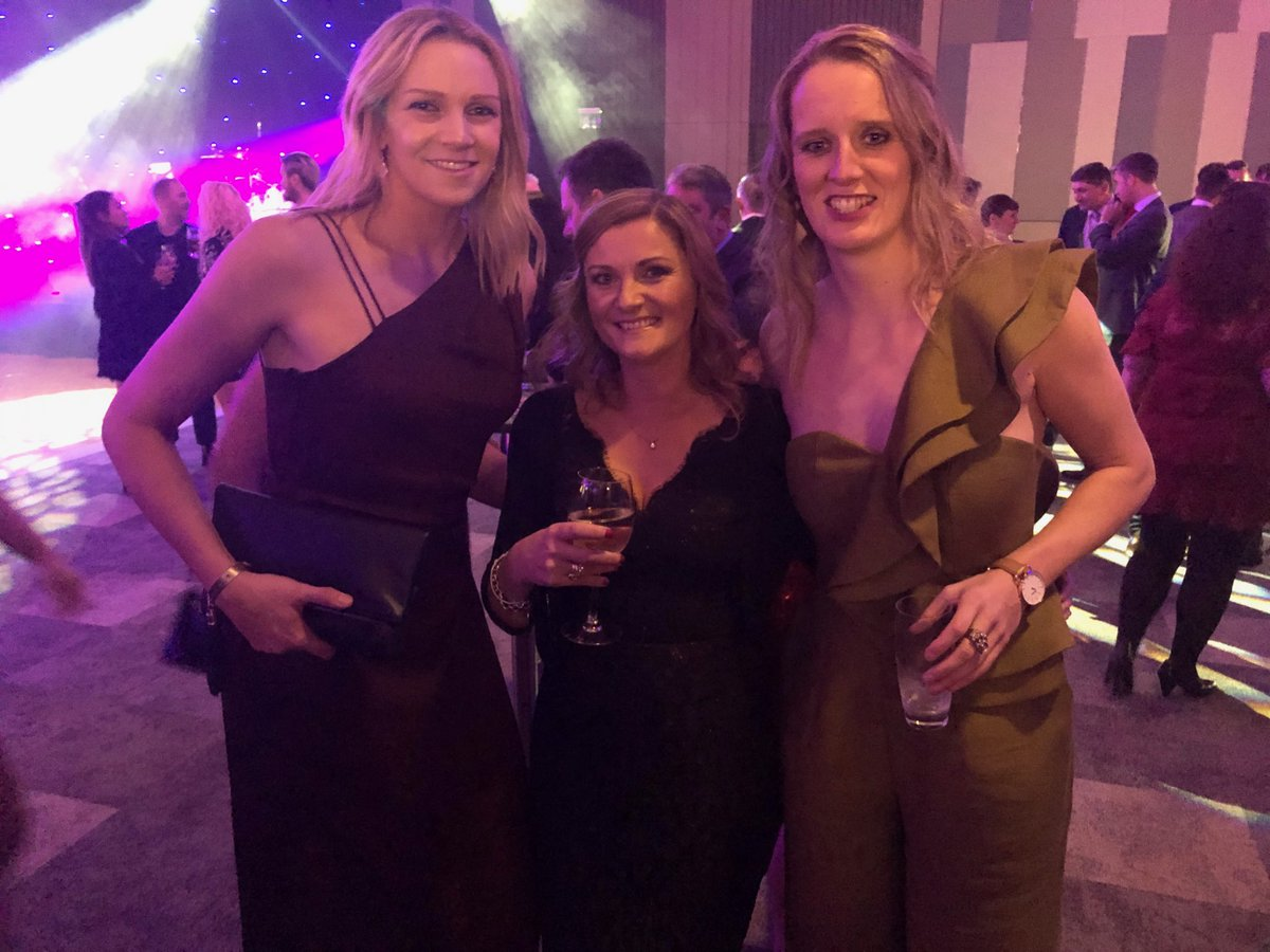 Standing between 2 England netball greats at #SPOTY A former captain @runlikeforrest and @Jarten a commonwealth gold medalist and #TeamOfTheYear #GreatestSportingMoment winner. I'm so short they are even bending down to make me feel better 🤣 Top women