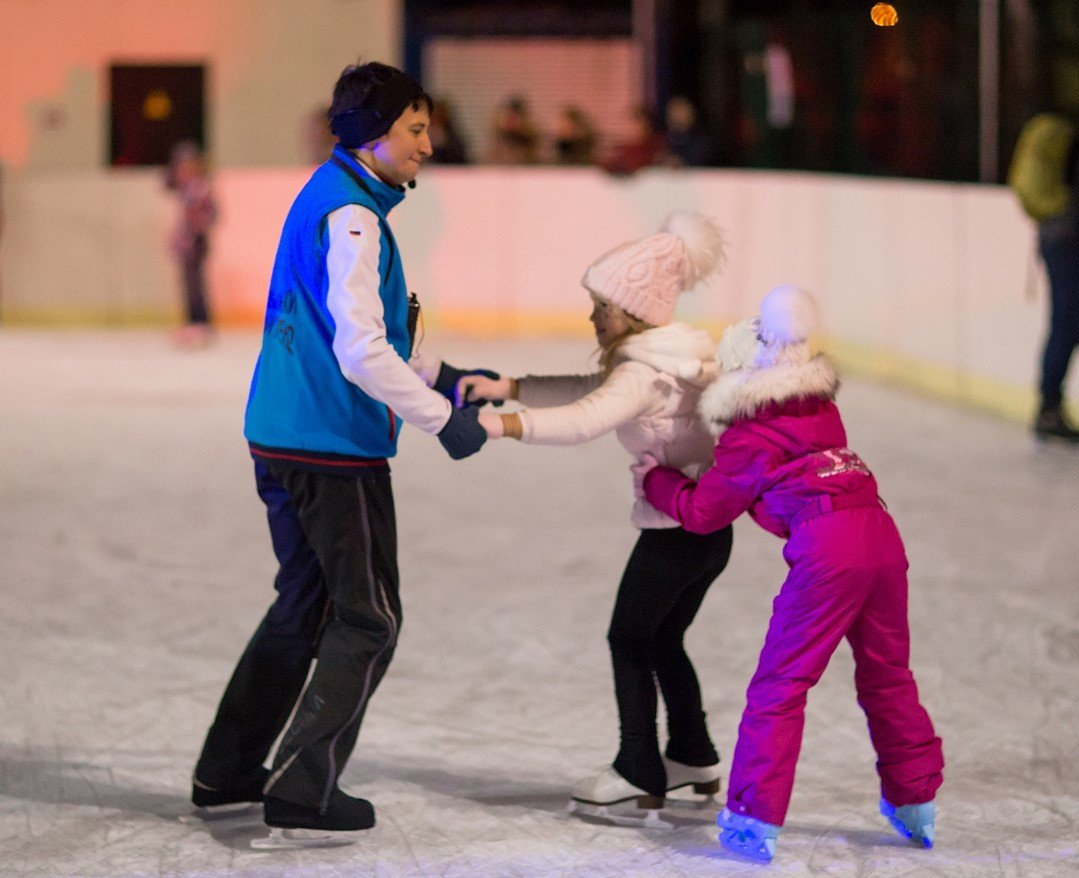 картинки мастер на коньках для беседки служит