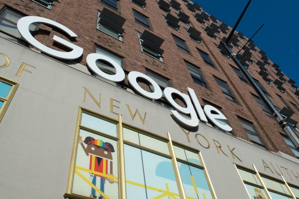 Google Investing $1 Billion in New York City Campus https://t.co/xYkfmWGBEC