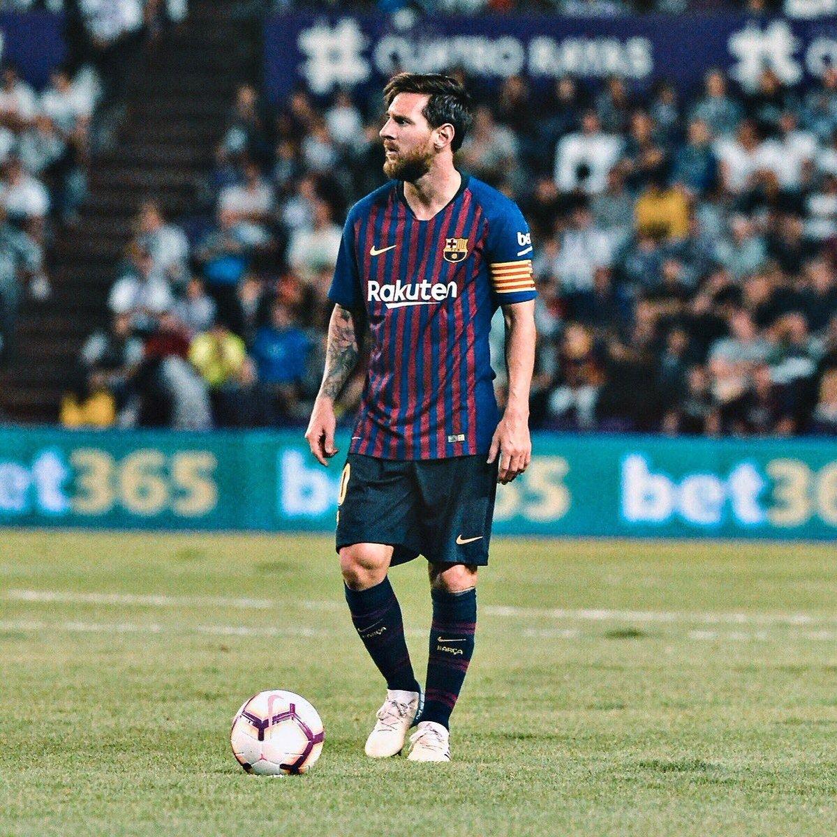 Messi un jugador un crack el mejor de la historia quizá no inventó la chilena tampoco la rabona pero si tú llevas el corazón en la sangre la única palabra que estará en tu mente sera las palabras Messi,Messi #Messi #ForçaBarça #Visçabarça