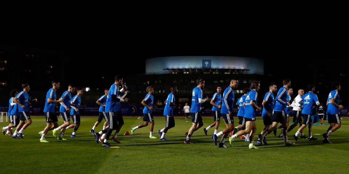 El Real Madrid completó el primer entrenamiento en Abu Dabi. Los blancos llevaron a cabo una sesión vespertina en las instalaciones de la New York University para preparar la semifinal del Mundial de Clubes.