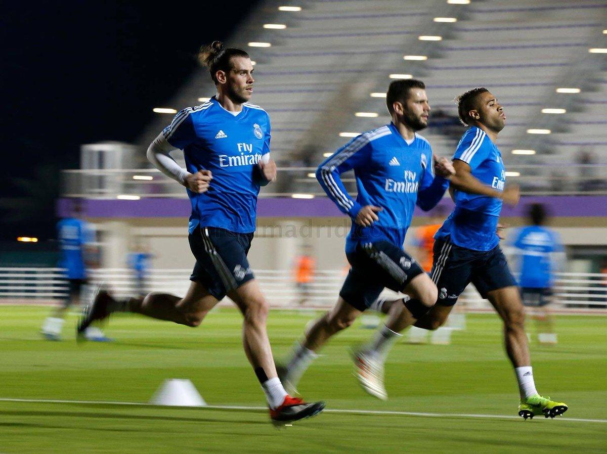 Bale, Mariano y Nacho se ejercitaron de forma específica sobre el césped, mientras que Asensio comenzó en el campo y luego hizo más trabajo en el interior de las instalaciones.