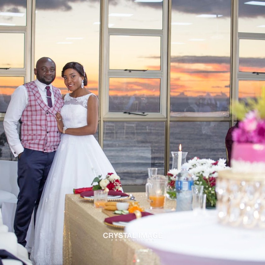 Wify wanted a sunset wedding. We delivered. #ourweddingday #campsbay #capetown #weddingpic.twitter.com/ARE4jUW8N0