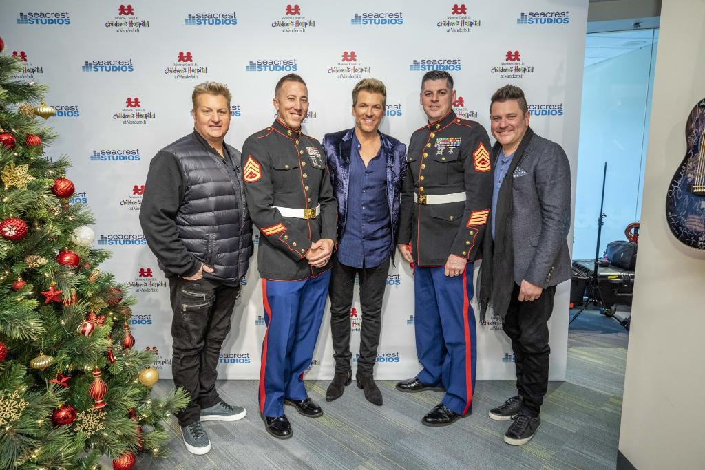 Spreading some holiday cheer with @rascalflatts! We loved #DeliveringSmiles with them and @ToysForTots_USA to some special kids at @VUMCchildren.