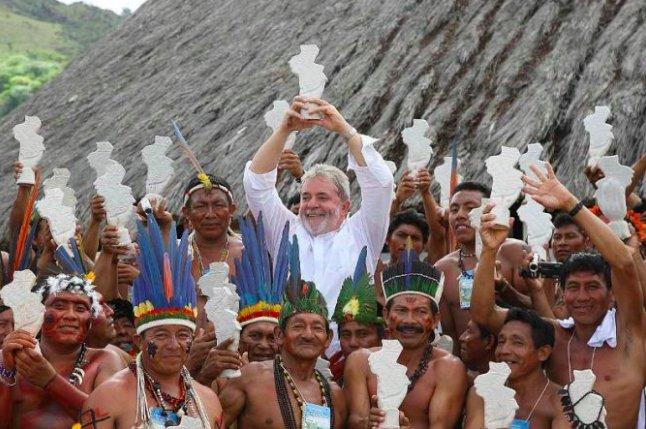 Em abril de 2005, o presidente @LulapeloBrasil homologou a portaria do Ministério da Justiça, que definia os limites da Terra Indígena Raposa Serra do Sol, sendo este um dos principais marcos do governo Lula em sua trajetória indigenisthttps://t.co/hclrysytCma: