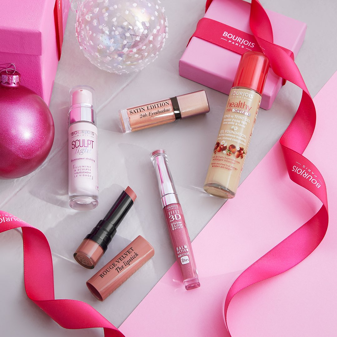 A gift from moi...to moi 💝 you've got everyone else's Christmas presents covered, why not treat yourself 🎁  #FestiveMakeup #Christmas #Bourjois #BourjoisParis #MakeupEssentials #TreatYourself https://t.co/9zYiq1qxTV