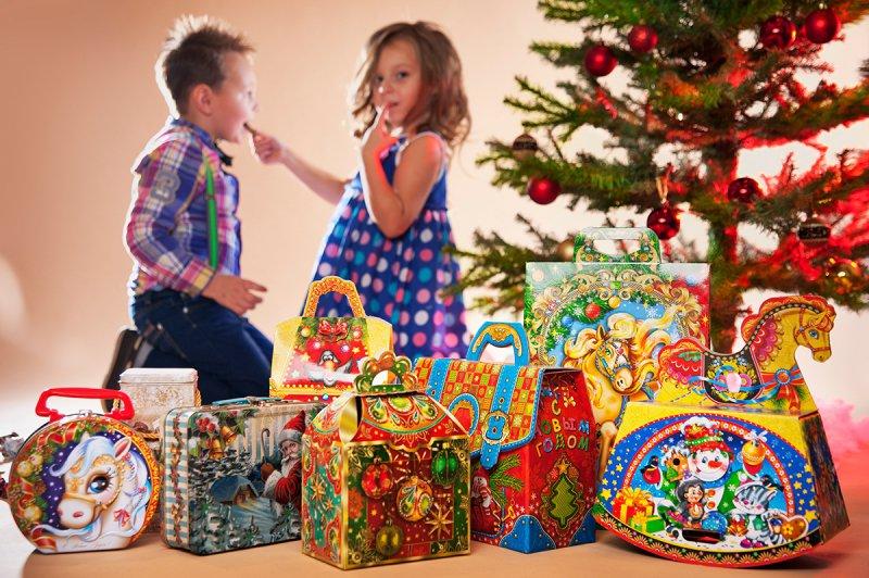 Картинки новогодних подарков сладких, поздравлением дню