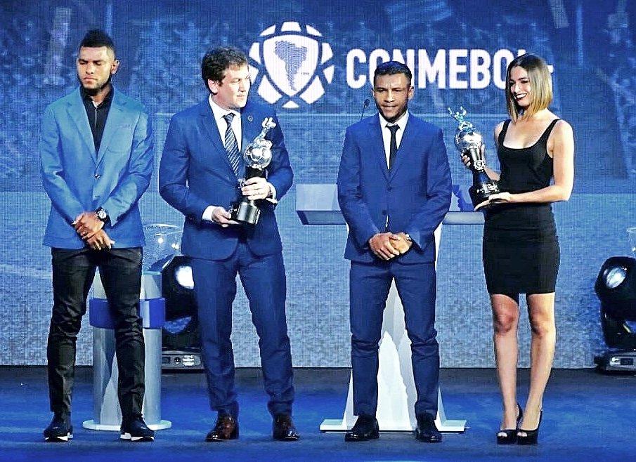 ¡Felicitaciones Fiera 🦁! @WilsonMorelo19 recibió en Paraguay 🇵🇾 el reconocimiento como máximo goleador de la Conmebol Libertadores 2018