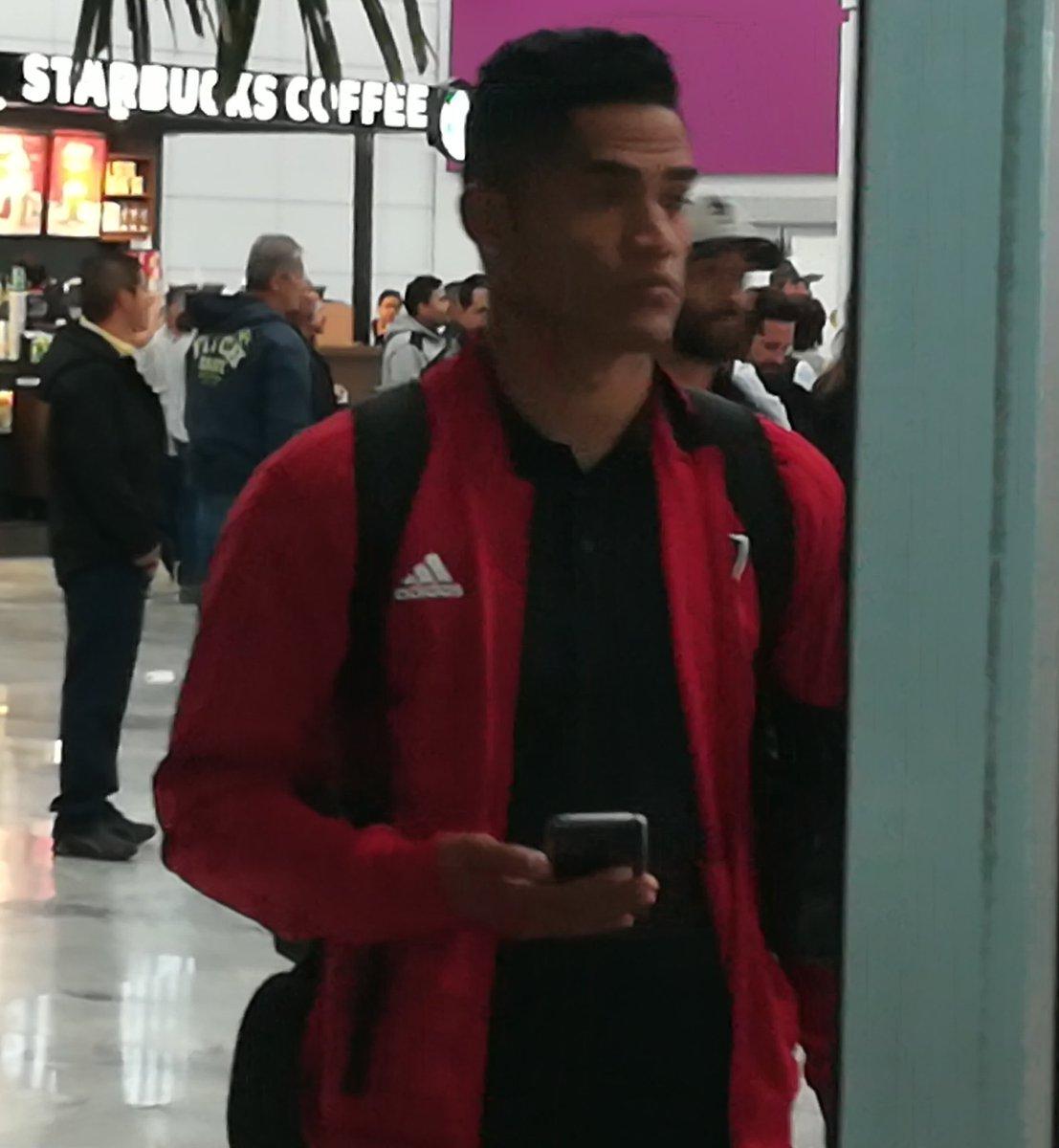 Anderson Santamaría con los colores rojinegros. El peruano hizo pretemporada con los Zorros en Cancún y ya está en Guadalajara con el resto del Atlas. @ESPNmx