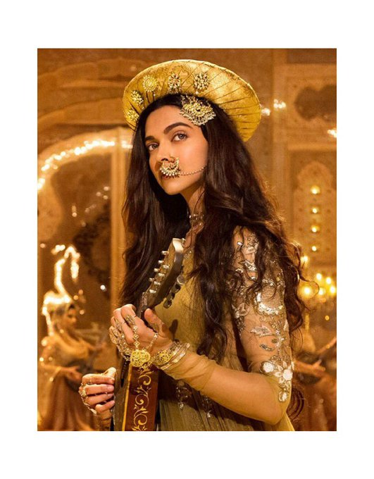 Bollywood  - Page 4 Dur1BPVWwAEmspd