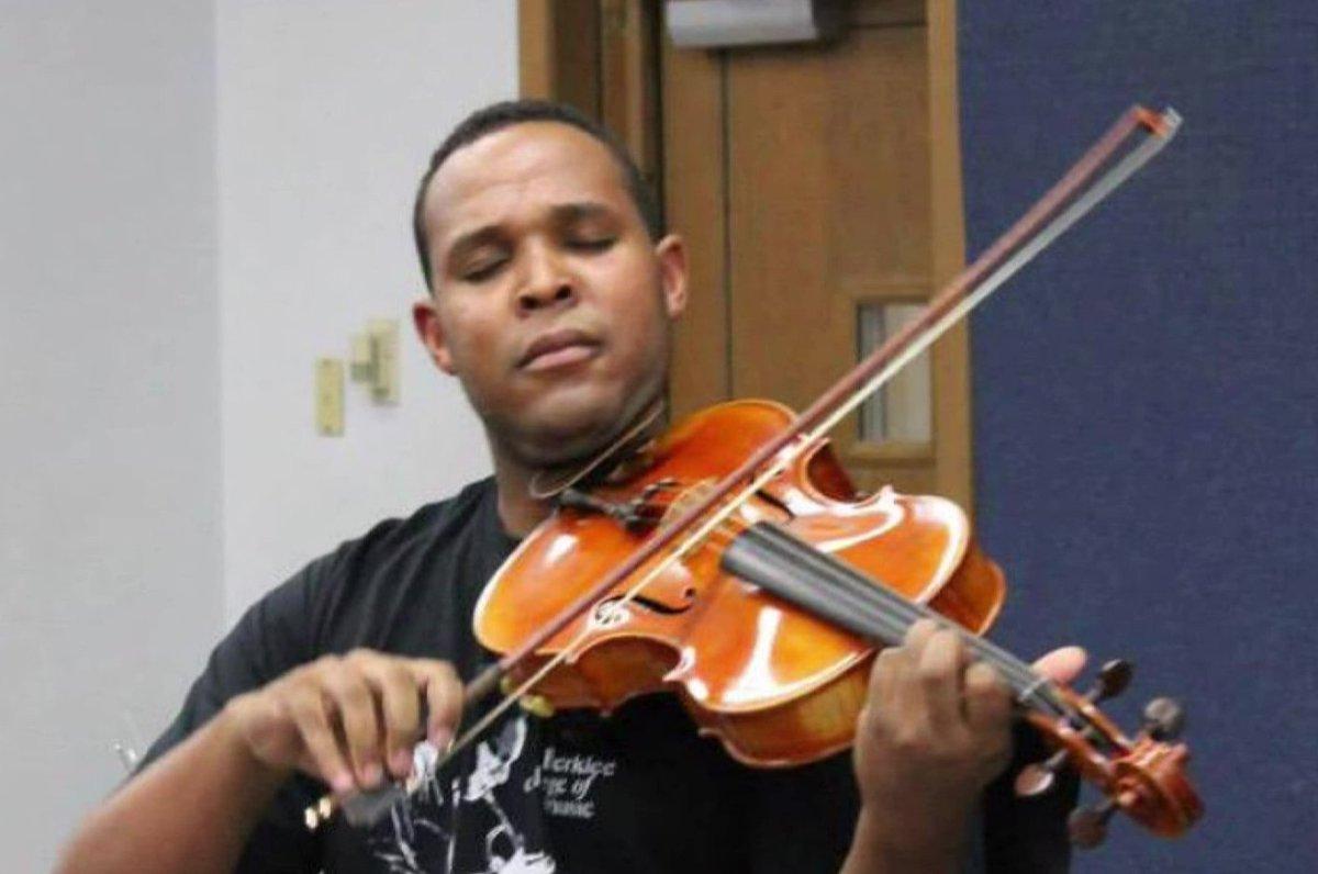 Friends, coworkers honor slain music teacher's spirit of giving #wmc5 >>https://t.co/CeX8uRIleG