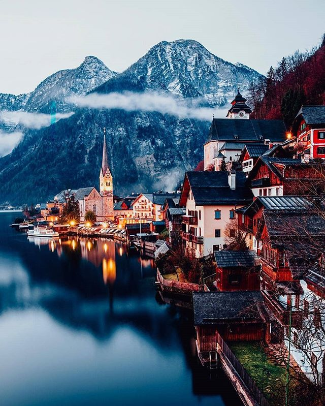 Beautiful Hallstatt! If you are in Austria definitely worth paying a visit to this place.  Photo by onthere . . . #photography #traveladdict #travels #wow #austria #travelpics