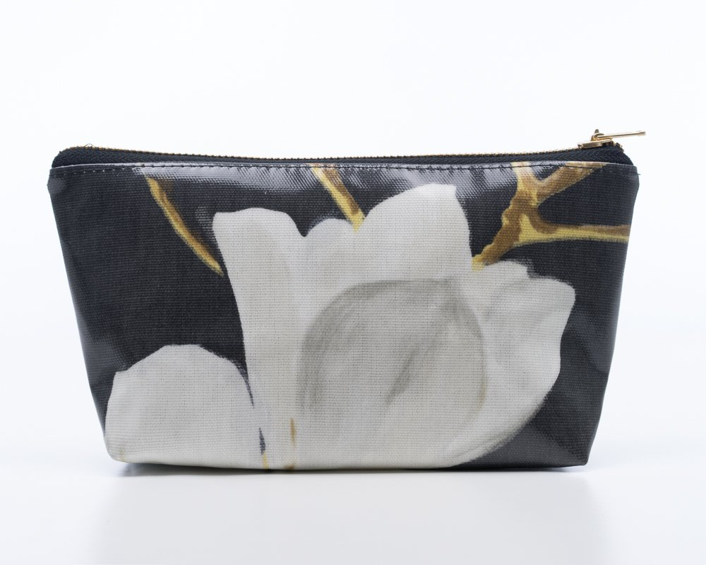Pretty magnolia make-up bags with a lovely soft faux suede lining perfect as a treat or #giftforher etsy.com/uk/listing/516… #TravelTuesday #TuesdayMotivation