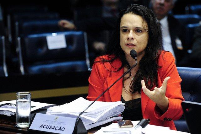 Atos de Bolsonaro vão definir 'se sou aliada ou inimiga', diz Janaína https://t.co/pwJpu3fi39