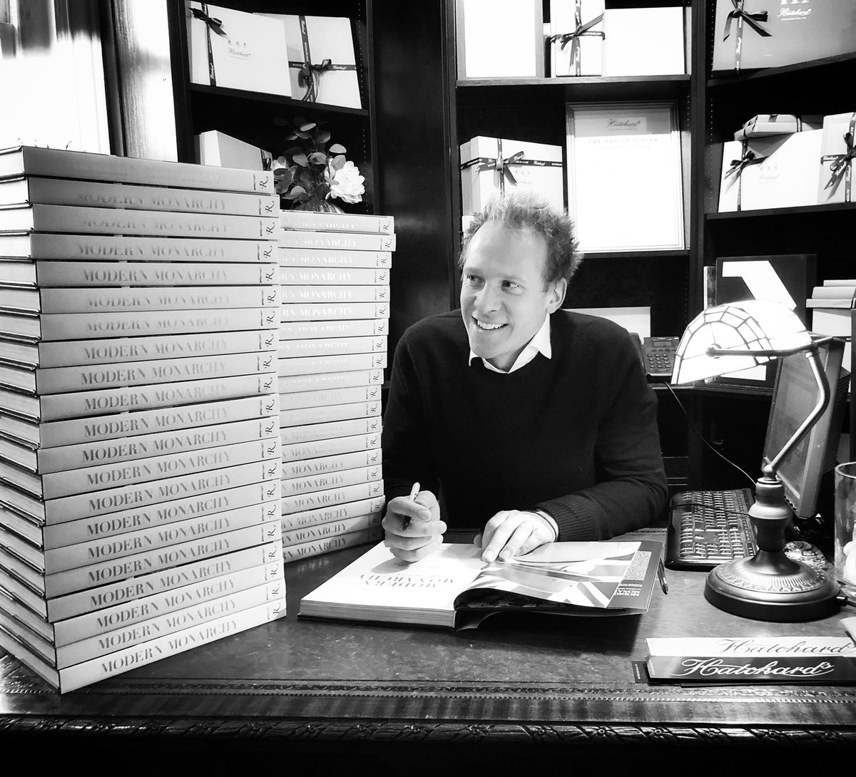 Great dropping into see my friends at @Hatchards yesterday - They are now fully stocked up on signed copies of Modern Monarchy after running dangerously low🙀!
