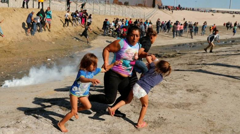 Maria Lila Meza Castro -- the mother photographed running with her children away from tear gas at the US-Mexico Border in November -- was permitted into the US late Monday night https://t.co/0qZLyApdOF