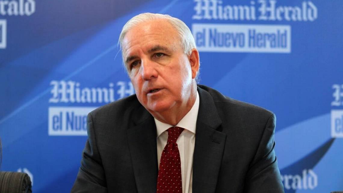 #Opinión  Algo huele mal con el alcalde Giménez y el trabajo de sus hijos https://t.co/mqo3KVI9oB #Miami @fabiolasantiago  @MayorGimenez