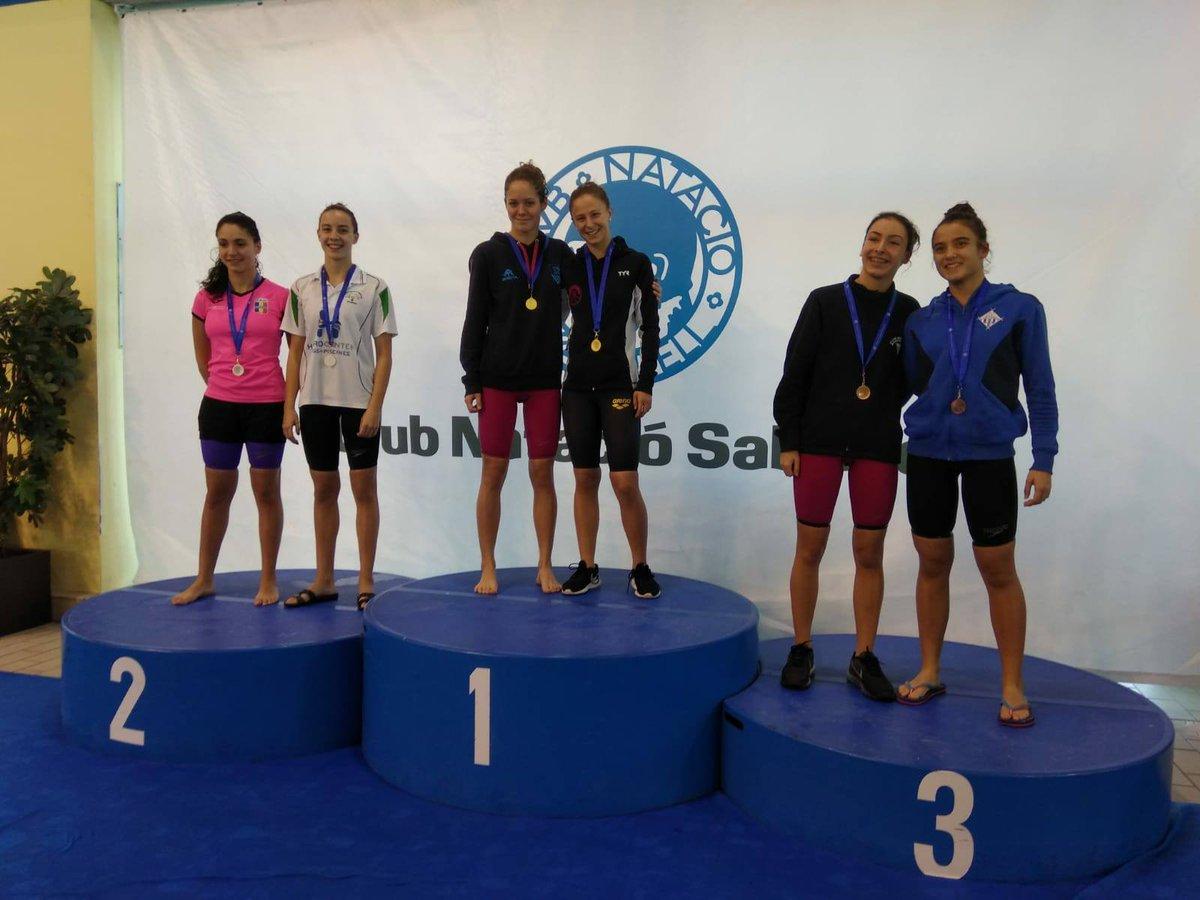 Kayley Pacareu (14 anys) en els 50m #esquena també ha pujat al 1r esglaó del podium amb un temps de 32.19. I en els 100m lliures (9a 1.03.52)