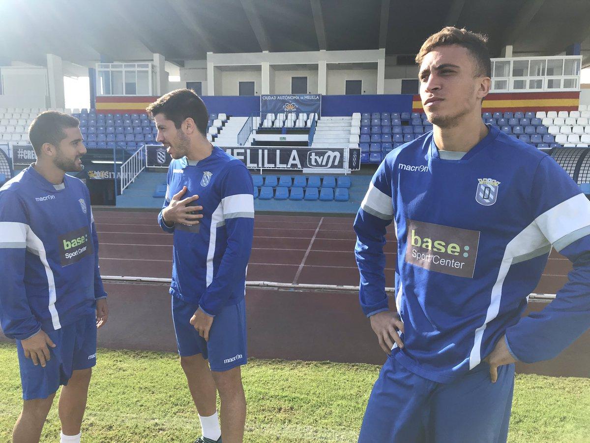 Nuestro equipo va a comenzar su entrenamiento sobre el verde del estadio #VamosMelilla