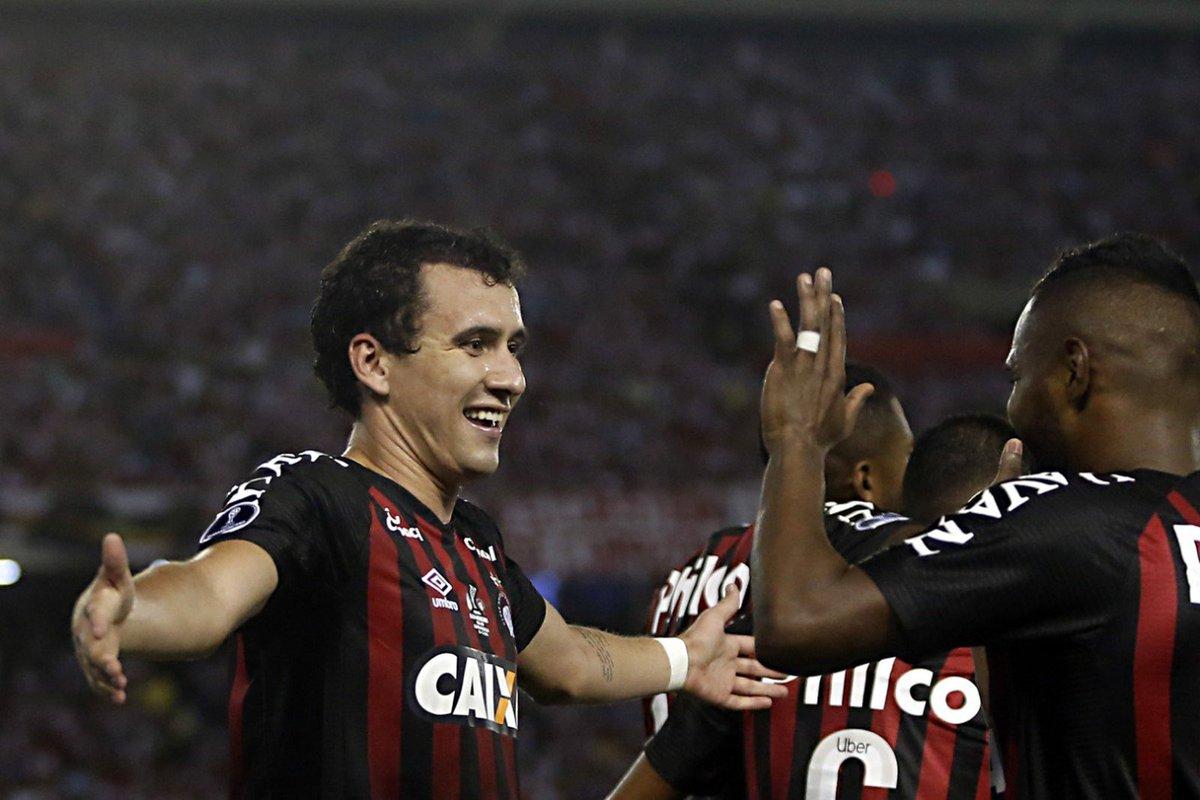 São Paulo bate concorrência e por 7 milhões de euros fica com Pablo. Athletico ainda mantêm percentual do atacante https://t.co/MbOMd3jweC