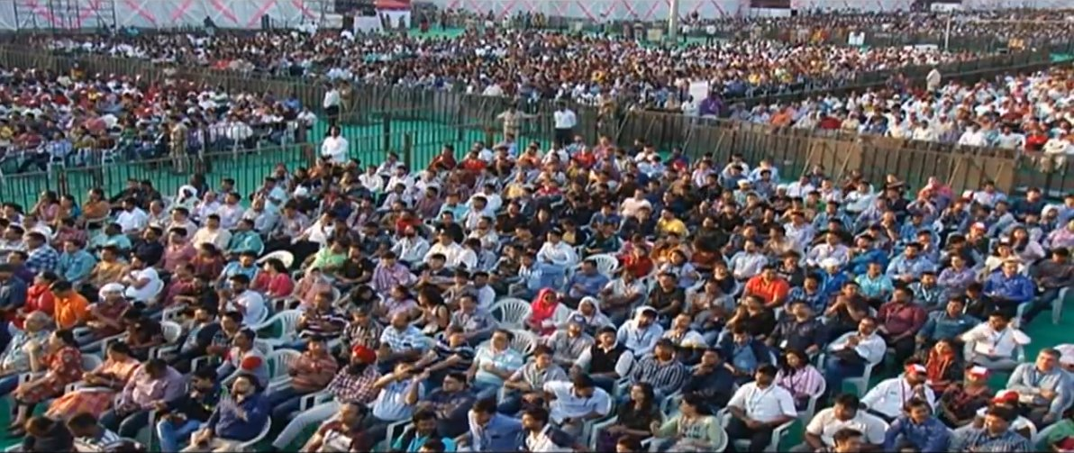 PM Shri @narendramodi is addressing a public meeting in Pune. Watch at https://t.co/wisBDTWLMn