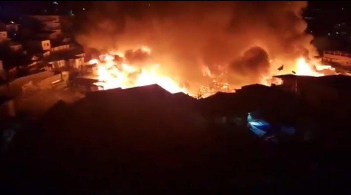 Incêndio em Manaus atinge 600 casas de madeira e quatro ficam feridos https://t.co/Uel0u14p7W