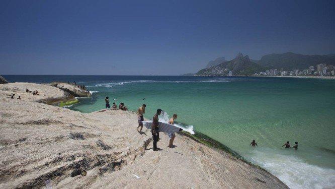 Temperatura nesta terça-feira deve atingir 40 graus no Rio. https://t.co/JJRJH9yXyY