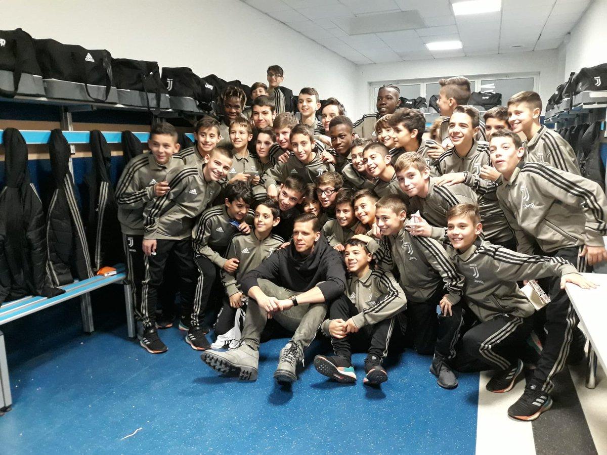 Foto 📷 di famiglia pre Natalizie... 😍 #JUVENTUSXMAS #JuventusYouth