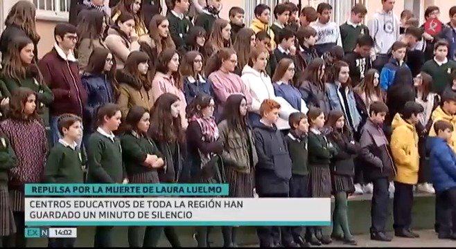 En el @IESExtremadura, en el @IESPuertaSerena, en el colegio @StaCeciliaCC y en decenas de centros educativos más de toda #Extremadura se han concentrado hoy para guardar silencio por la muerte de Laura Luelmo, y para pedir a viva voz libertad para salir de casa sin miedo.  #EXN https://t.co/SH7J7hKf81
