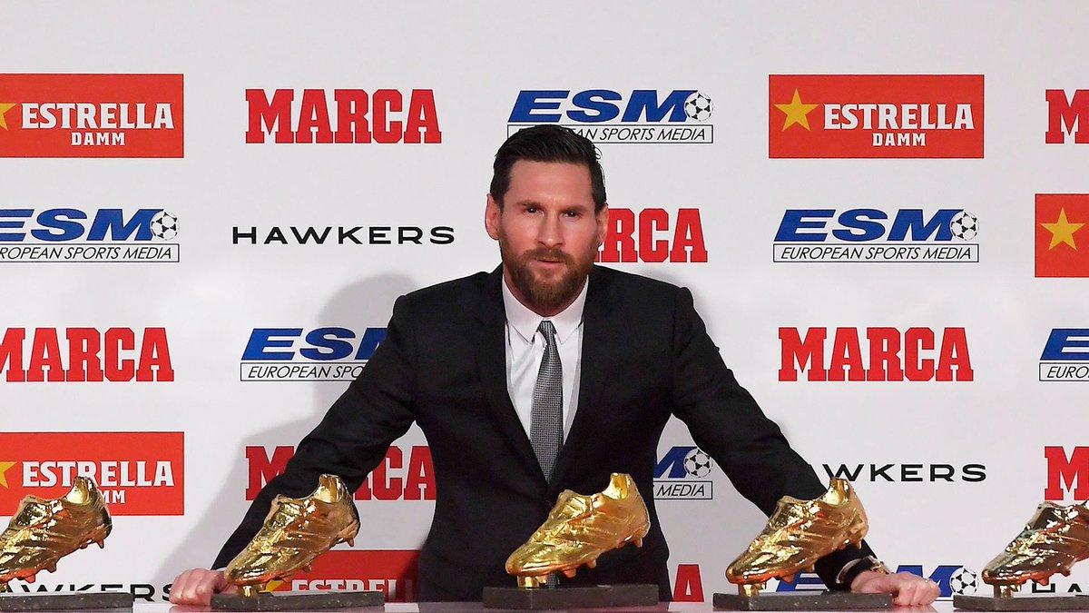"""El """"5to"""" mejor jugador del mundo recibe su 5ta bota de oro 🤷🏻♂️  👟🥇 2009-10  👟🥇 2011-12  👟🥇 2012-13  👟🥇 2016-17  👟🥇 2017-18  ¡Messi gana su quinta BOTA DE ORO y se convierte en el futbolista que más veces ha conquistado este trofeo! 🔝⚽"""