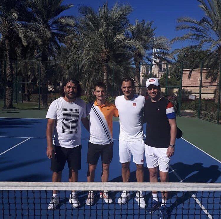 Roger Federer - Page 32 DutJdnYW0AAixo6