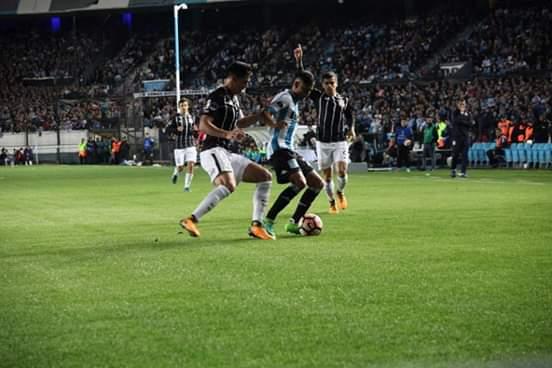 - que rival duro le tocó a Racing y bla bla bla ...  Aflojen un poco con las pálidas viejo !!!  Al Corinthians ya conocemos .  #PasoAPaso  #PartidoAPartido 👊🎓