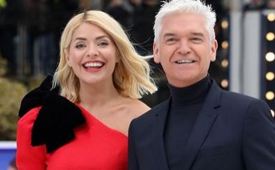 Holly Willoughby and Phillip Schofield reunite at #DancingOnIce launch as stars make public debut https://t.co/0G4a7h7fPm