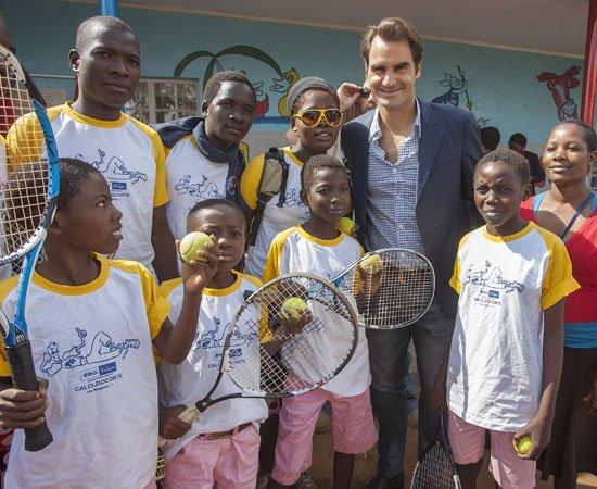 """¡DE PRIMERA! Cumplidos sus 15 años, la fundación de Federer anunció que superó la meta de ayudar con comida y escolaridad a más de un millón de niños entre África y Suiza. """"Mi mamá es sudafricana y yo veía la pobreza extrema al ir de vacaciones a ver a mi familia"""", dijo el suizo"""