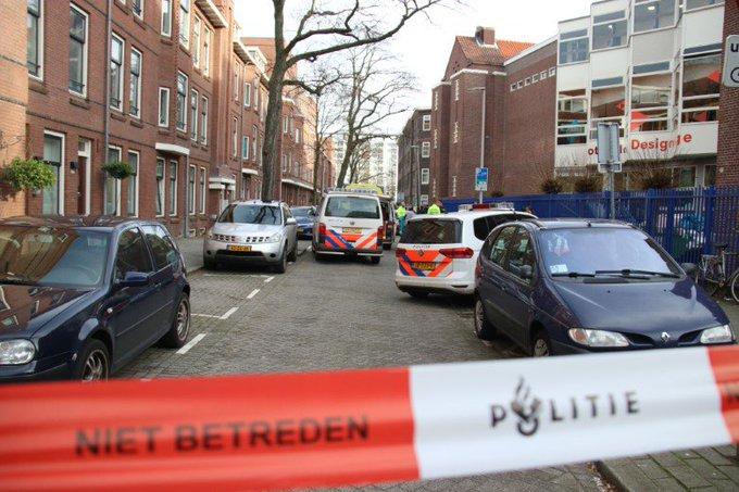 Meisje overleden na schietpartij VMBO school Rotterdam https://t.co/FQTDFFmGeR https://t.co/mkcKmNWwOn