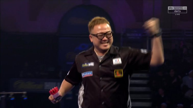 WHAT A COMEBACK! 🇯🇵   Seigo Asada comes from two sets down to stun Polish star Krzysztof Ratajski 3-2 and set up a Second Round show-down with James Wade! 👏 #WHDarts