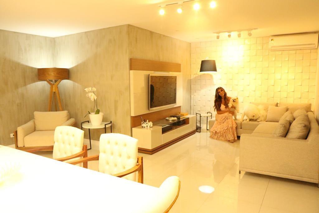 Após casar, Nicole Bahls exibe luxo depois de reformar casa: ''Arrasando na decoração'' --> https://t.co/cfD8uyS5pD