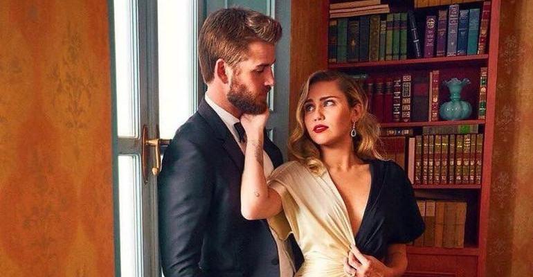 Miley Cyrus diverte fãs ao elogiar partes íntimas do noivo, Liam Hemsworth --> https://t.co/hC7gk1TZIl