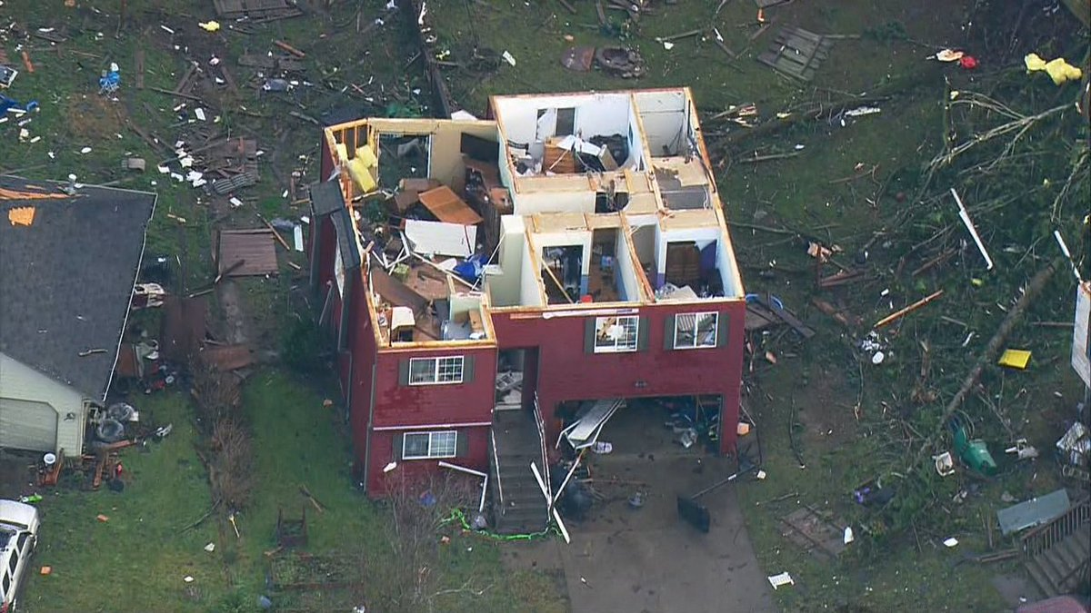 Multiple homes damaged, roofs blown off after reported tornado touchdown in Port Orchard, Washington, near Seattle. 📷: @ScottSKOMO https://t.co/OuUIzOtZl4