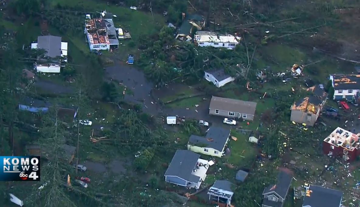 BREAKING: Air 4 is in Port Orchard where a tornado touched down this afternoon.   WATCH: https://t.co/AT61GaqHuo