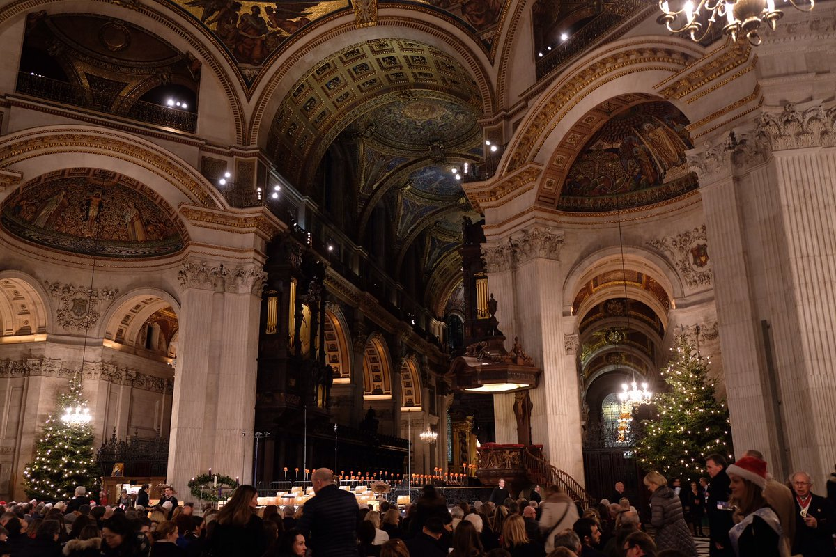 Tonight Her Royal Highness Princess Alexandra is attending a Christmas Carol concert @StPaulsLondon which is being held in honour of the @alzheimerssoc 40th Anniversary. 🎄