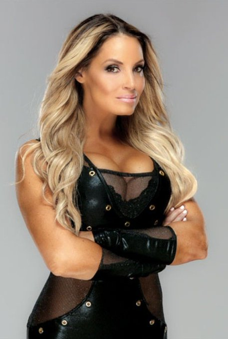Happy Birthday to WWE Hall of Famer Trish Stratus who turns 43 today!