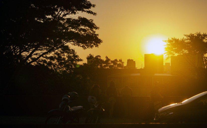 O litoral do Paraná registra 81 graus de sensação térmica, com os termômetros marcando 40,2 graus, um recorde. O Sistema Meteorológico do Paraná diz que o calor se deve à junção de umidade e falta de ventos. As temperaturas foram registradas em Antonina. Foto: Maicon Gomes