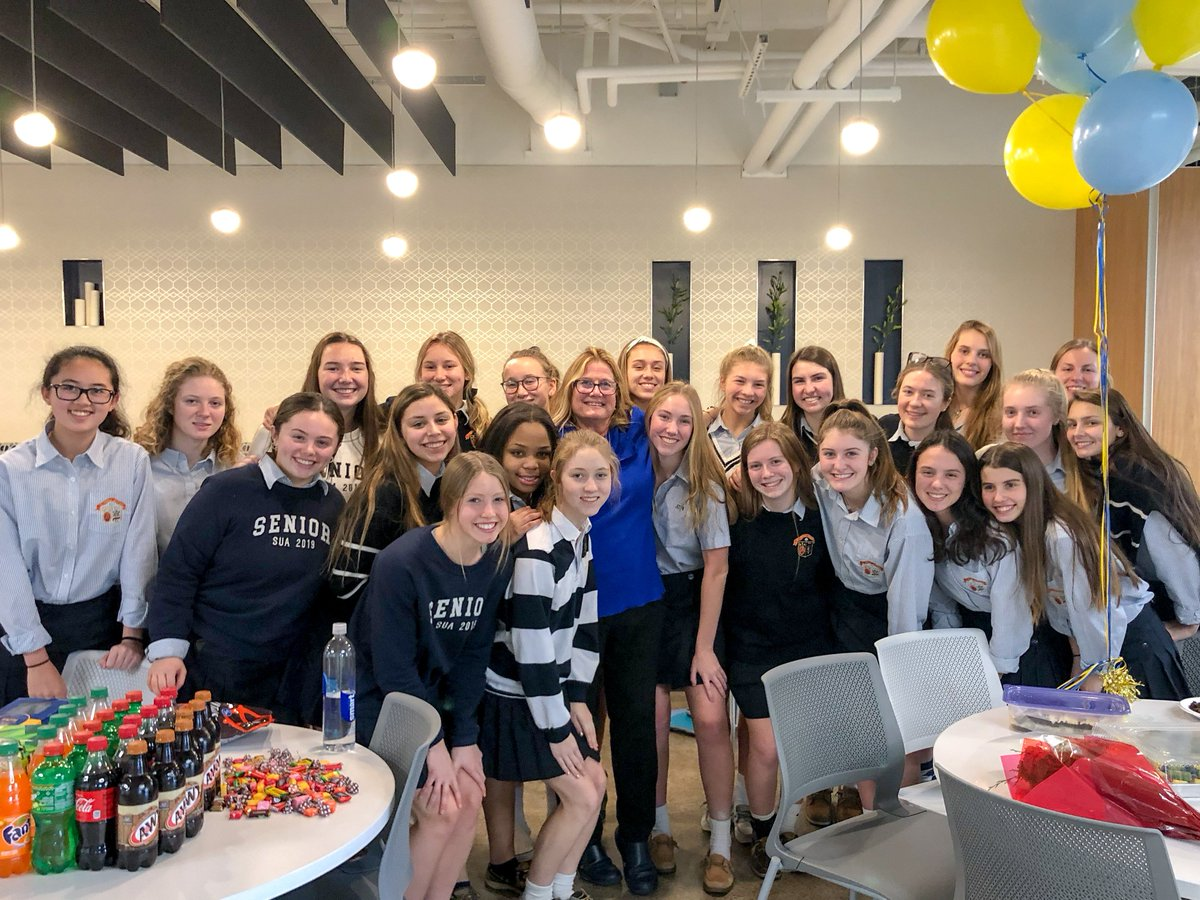 Students in our Honors Anatomy and Physiology class threw a surprise retirement party for Mrs. Mominee who is retiring in May.  Our students undeniably love their teachers! We&#39;ll miss Mrs. Mominee greatly, but she&#39;ll always be part of our Arrow family. #UndeniablyUrsula<br>http://pic.twitter.com/Aw8skRwuFp