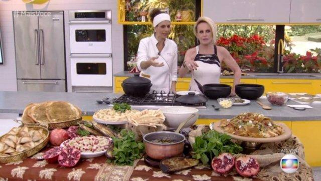 >@Emais_Estadao Barata aparece em prato do 'Mais Você' ao vivo; veja o momento https://t.co/shzyChPJrR