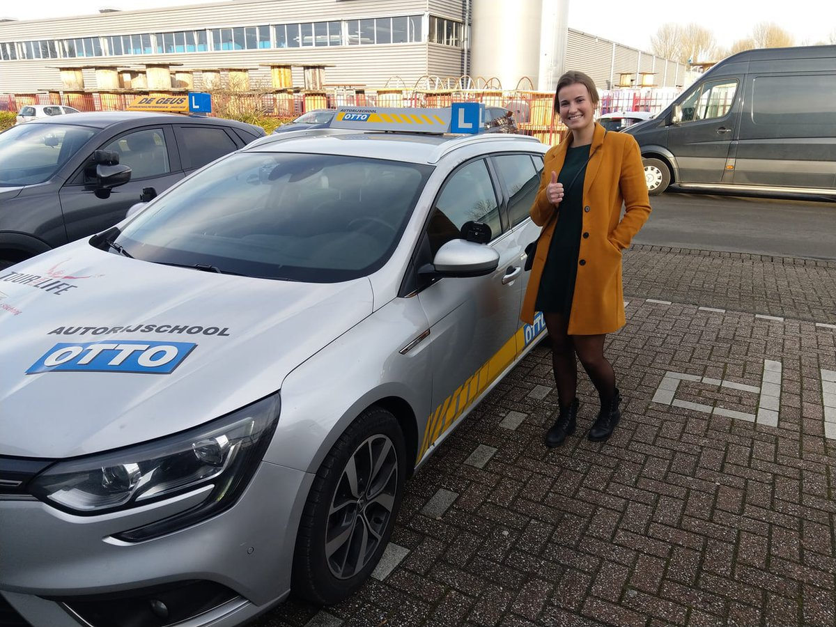 test Twitter Media - Annemieke Chevalking gefeliciteerd met het in 1x behalen van je rijbewijs! Een voorzichtige start van je rit, maar al snel wist je de examinator te overtuigen van je rijvaardigheid. https://t.co/cugx8vvhm1