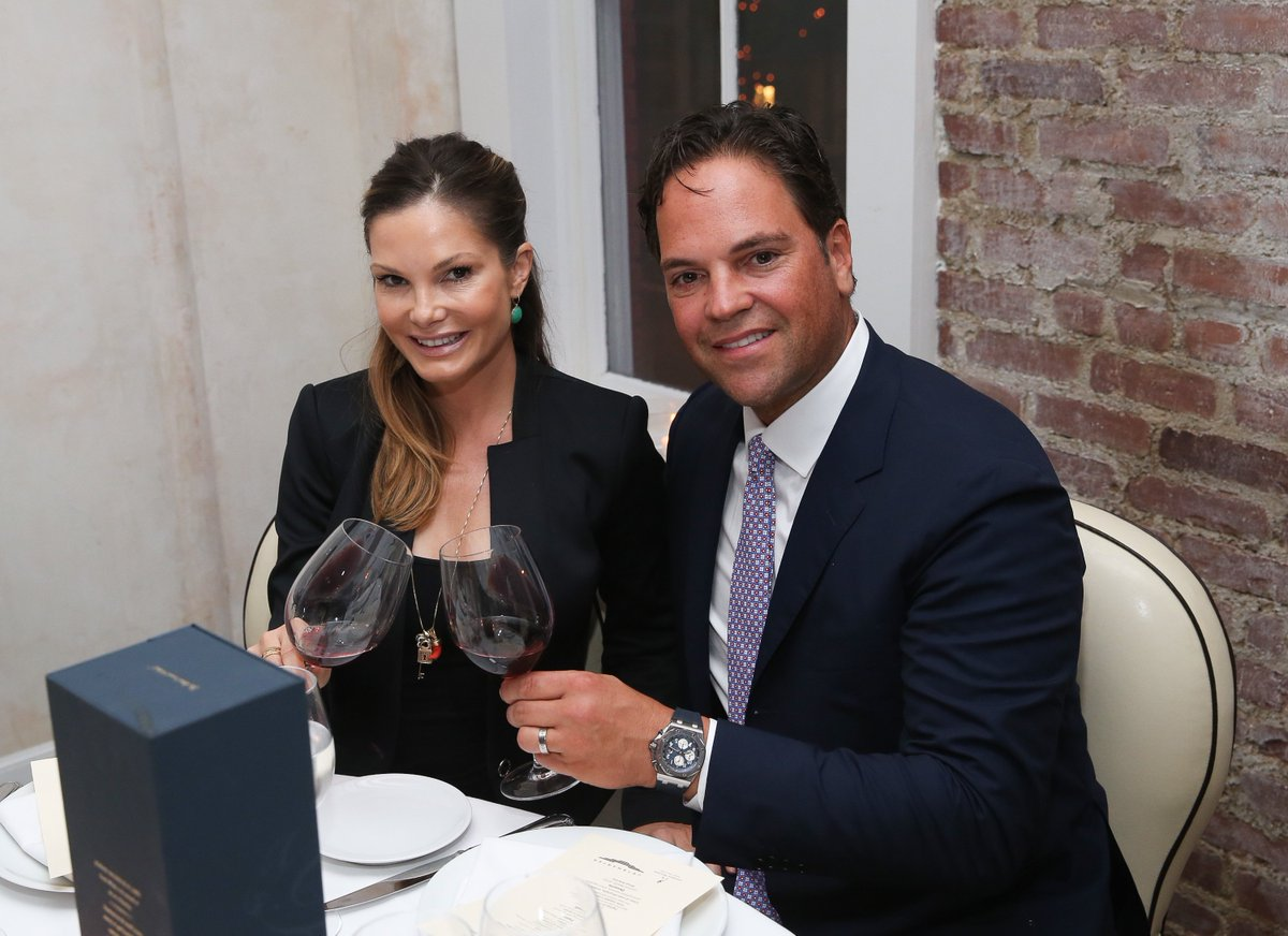 The real star of Mike Piazza's doomed foray into Italian soccer is his wife: https://t.co/jnHIChIEyb