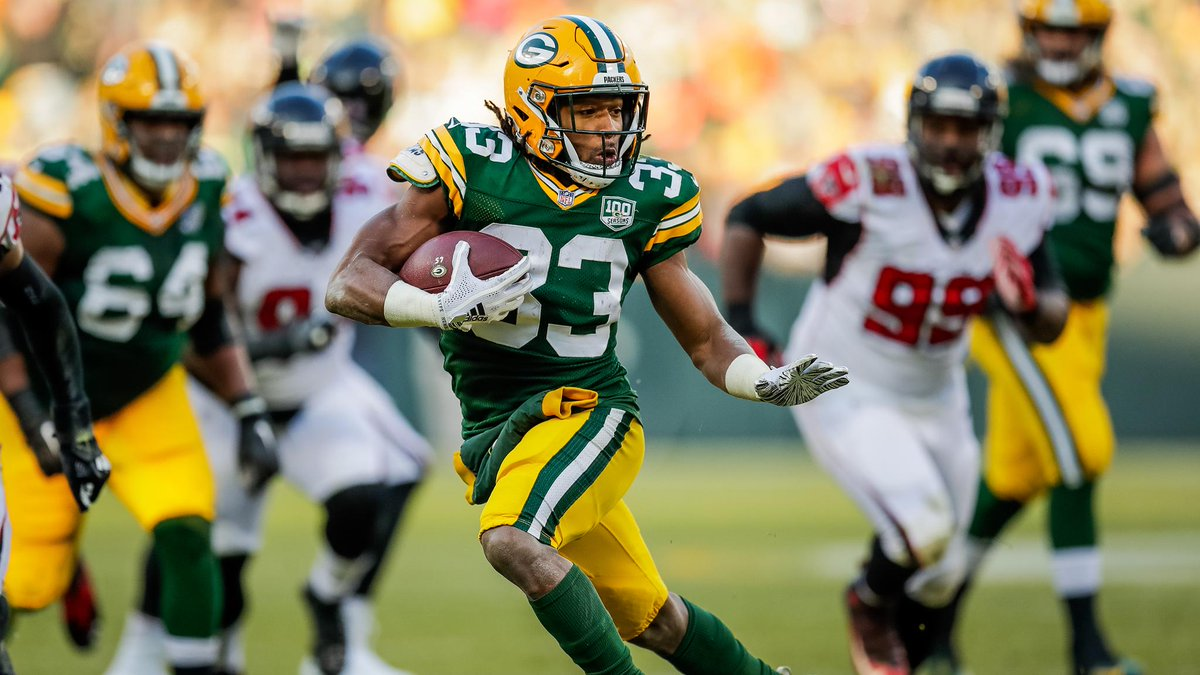 #Packers place RB Aaron Jones on injured reserve, sign WR Allen Lazard to the 53-man roster &amp; sign two players to the practice squad.   Roster moves :  https:// pckrs.com/rvnzs  &nbsp;  <br>http://pic.twitter.com/PydavU9sPd