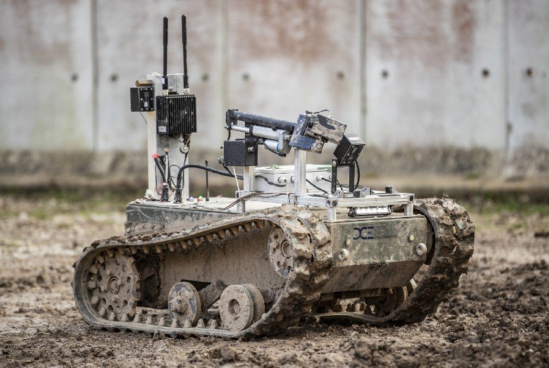 Almost 70 different types of robotic and autonomous systems were being put through their paces by over 200 multi-national, cross-service personnel during the month. medium.com/@DefenceHQ/exe… #autonomous #military